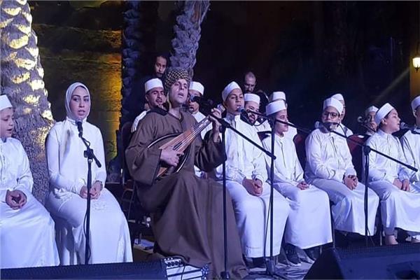 محمود التهامي وتلاميذه يتألقون في حفل مدرسة الإنشاد