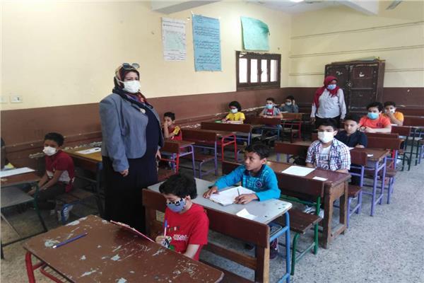 طلاب في امتحان
