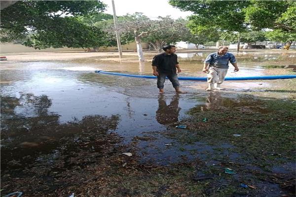 فى البحيرة :  غلق الحدائق والمتنزهـات والشواطىء العامـة وغمرها بالمياه