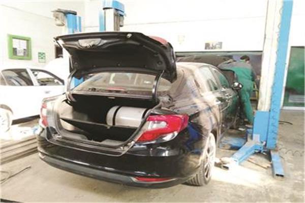من الفئات المستفيدة من تحويل السيارات للعمل بالغاز؟.. «المالية» تُجيب