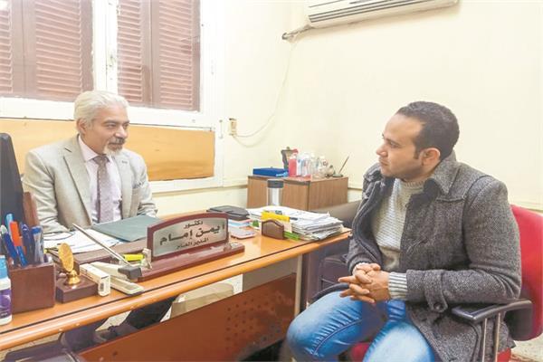 د. أيمن إمام خلال حواره مع «الأخبار»