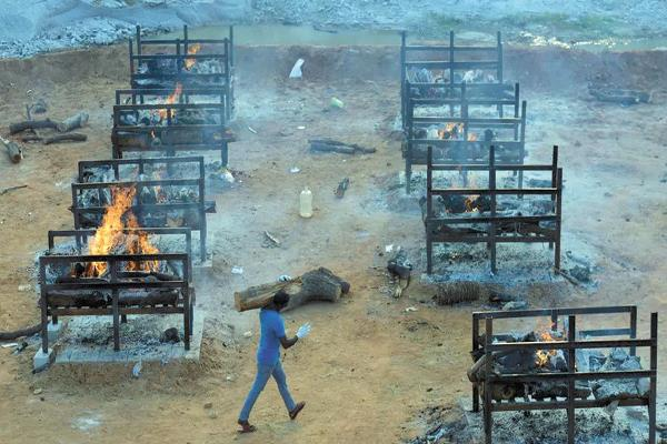 مركز لإحراق جثث ضحايا كوفيد ـــــ 19 فى ضواحى بانغالور فى الهند