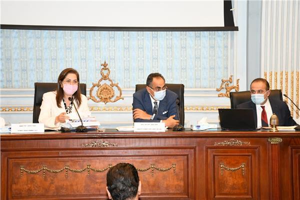 وزيرة التخطيط والتنمية الاقتصادية تناقش الملامح الأساسيّة لخِطَّة عام 2022/21