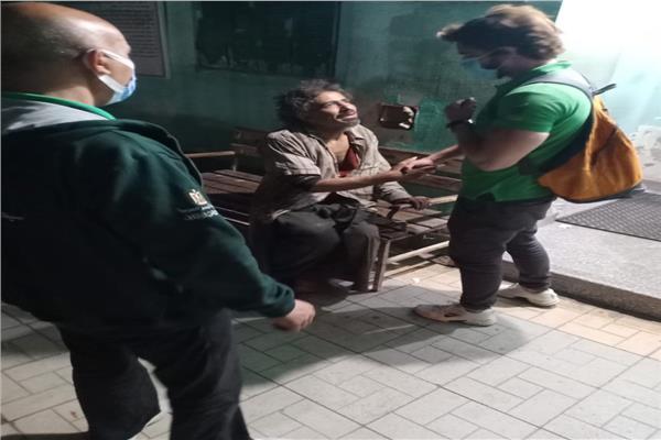 فريق الأطفال والكبار بلا مأوى ينقذ شابا