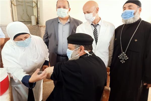 تطعيم الاقباط والمسلمين بلقاح كورونا