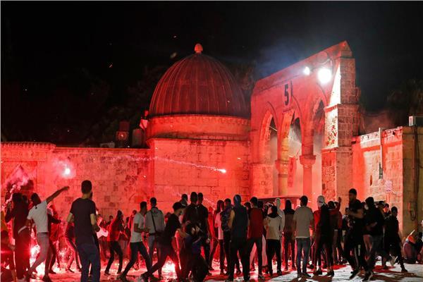 مواجهات عنيفة بين الفلسطينيين و قوات الاحتلال