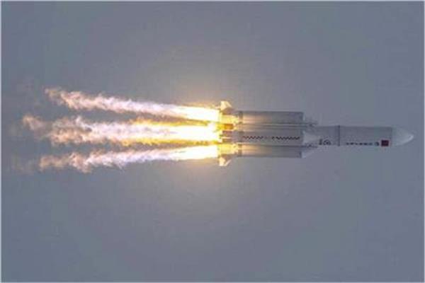 لحظة سقوط الصاروخ الصيني