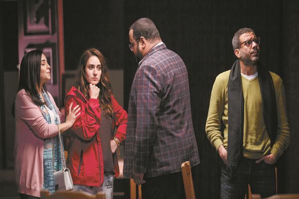 محمد فراج ومحمد ممدوح وأمينة خليل فى مشهد من مسلسل «خلى بالك من زيزى»