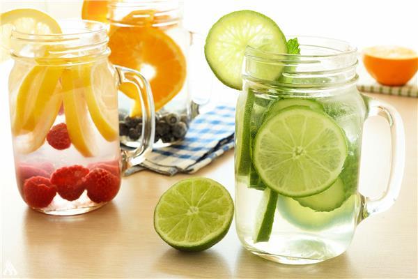 عصير ماء الديتوكس