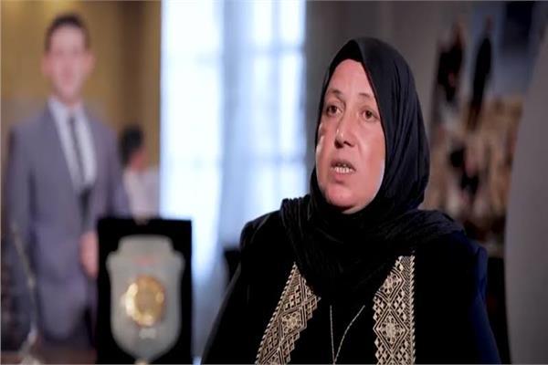 والدة الشهيد عمر القاضي