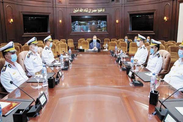 اللواء محمود توفيق وزير الداخلية خلال اجتماعه مع القيادات الأمنية