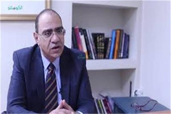 الدكتور حسام حسني رئيس اللجنة العلمية لمكافحة فيروس كورونا في وزارة الصحة