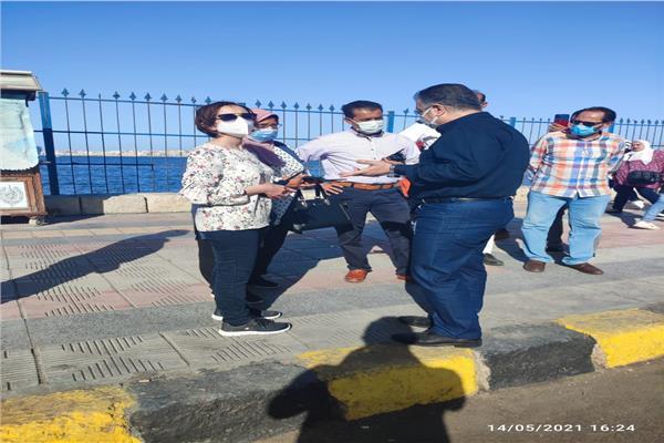محافظة الإسكندرية تواصل الحملات على الشواطئ والمتنزهات والكافيهات