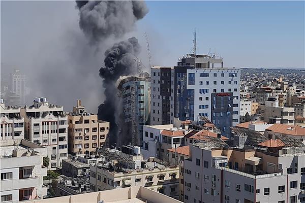 استهداف برج الجلاء ثاني أكبر أبراج غزة