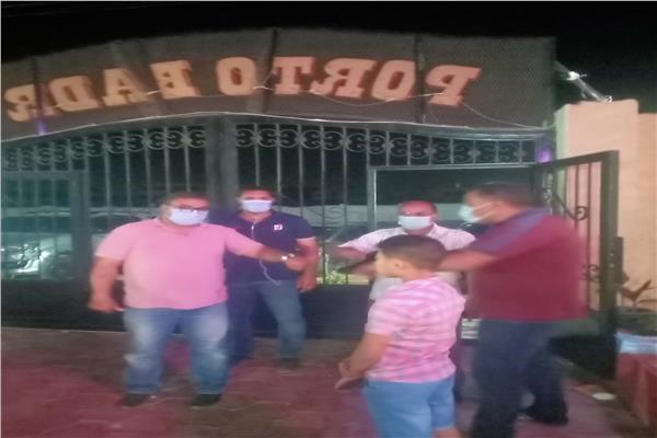 غلق ٤ قاعات أفراح  و٢ مقهى ومحل مخالفين وتحرير ٢٣٣ مخالفة عدم إرتداء كمامات بمدن البحيرة