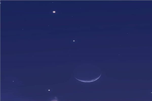 القمر يقترن بالمريخ
