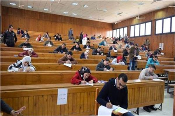 الأمتحانات بالجامعات