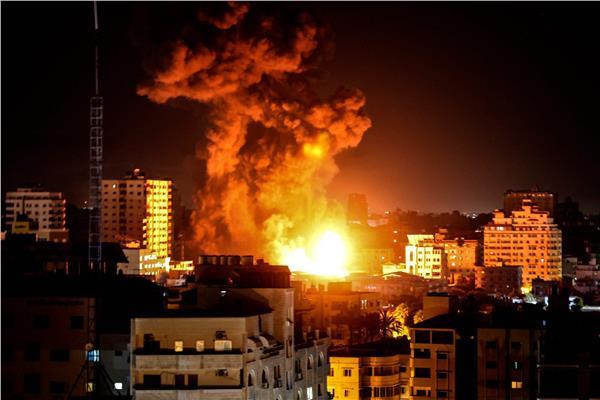 قصف غزة بأكثر من 100 غارة في اليوم الثامن للعدوان الإسرائيلي