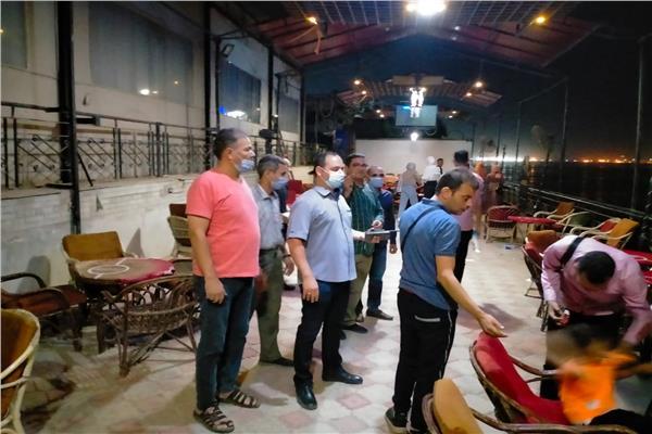 استمرار تطبيق مواعيد غلق المحال والمقاهى وتحرير 277 محضر متنوع في أسيوط