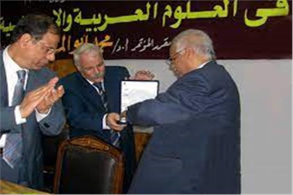 الدكتور خليل عبد العال خليل العالم النحوي العميد الأسبق لكلية دار العلوم بجامعة الفيوم
