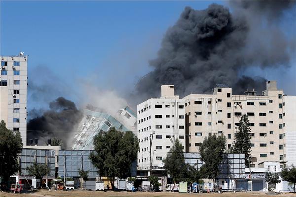 قصف مبنى المكاتب الإعلامية