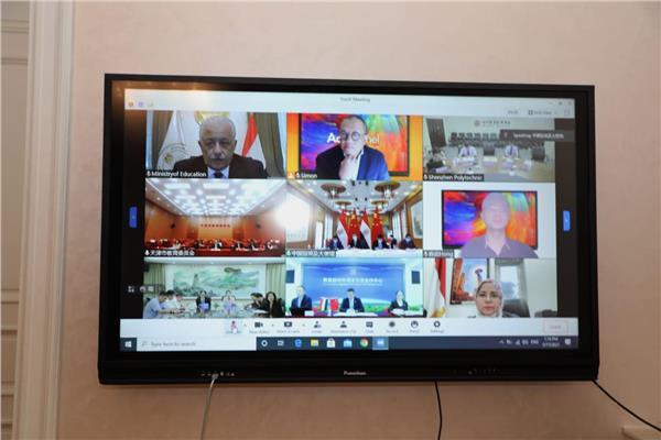 وزير التعليم عبر الفيديو كونفراس