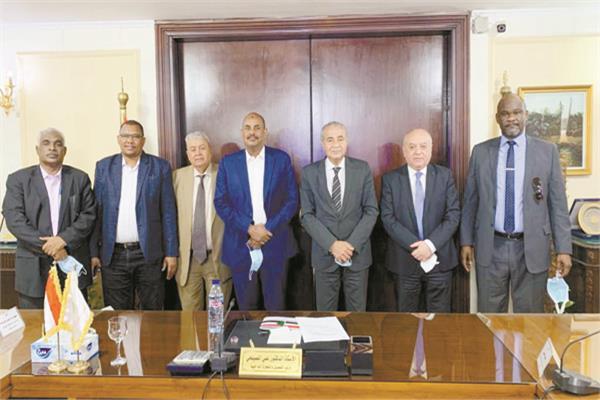 وزير التموين على هامش اجتماعه مع الوفد السودانى