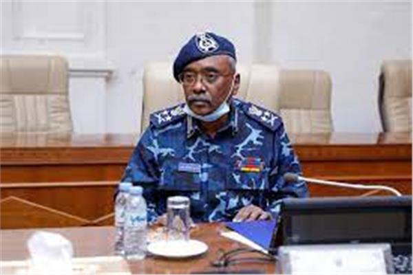 وزير الداخلية الفريق أول شرطة حقوقي عز الدين الشيخ