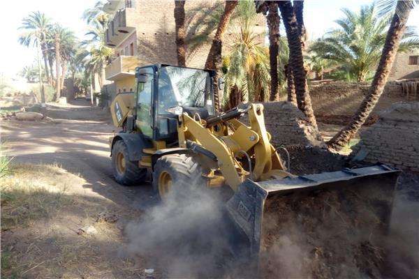 حملة نظافة مكبرة بقرية دنفيق بقنا