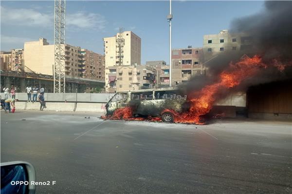العناية الإلهية تنقذ 15 مواطناً من الموت المحقق في حريق ميكروباص  صور