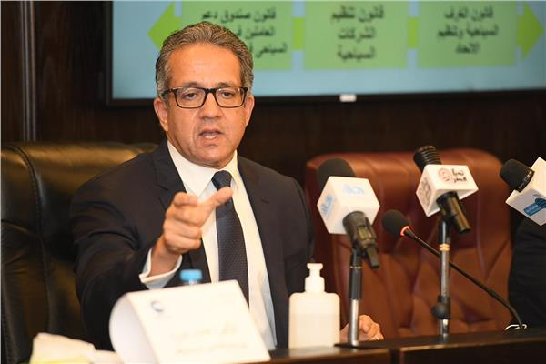 وزير السياحة والآثار د. خالد العناني