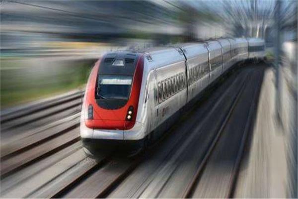 القطار الكهربائي السريع