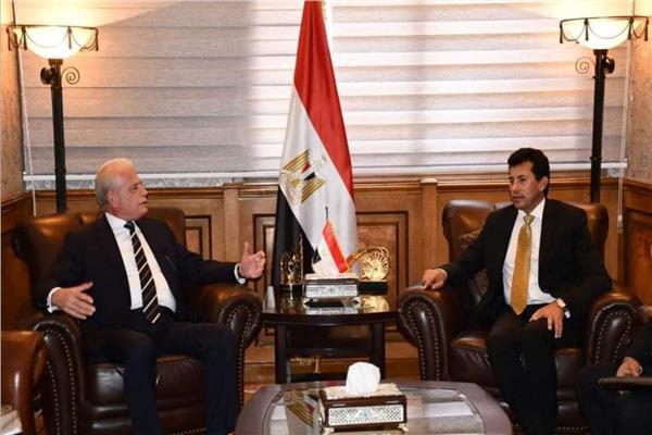 وزير الشباب والرياضة يلتقي محافظ جنوب سيناء لبحث تطوير مضمار الهجن بشرم الشيخ