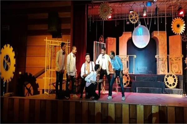 """عرض مسرحى """"بيرجنت النساج"""" لفرقة المنيا القومية على مسرح المحافظة"""