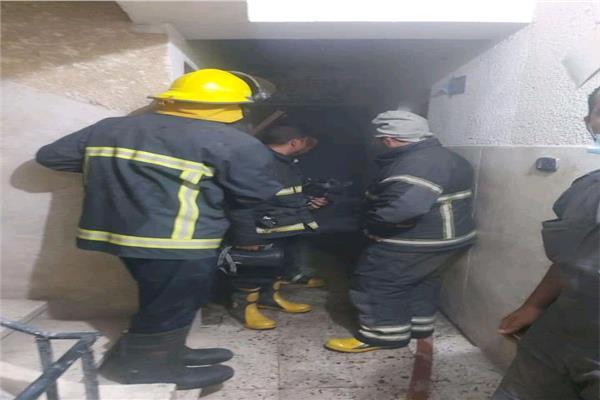 السيطرة على حريق نشب في شقة سكنية بأسيوط