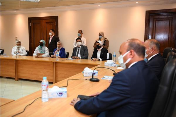 محافظ قنا يشارك في لقاء تشاوري مع فرع المجلس القومي للمرأة