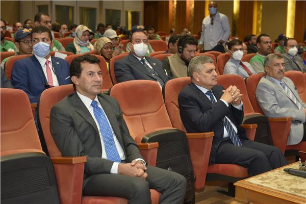الفريق أسامة ربيع ووزير الشباب والرياضة ووفد المشاركين بمنحة ناصر للقيادة الدولية