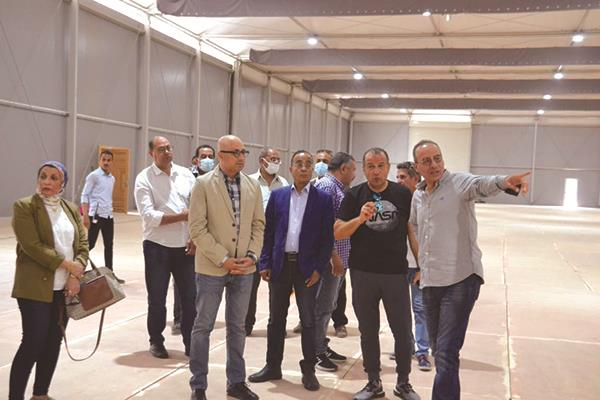 د.هيثم الحاج يتفقد قاعات المعرض