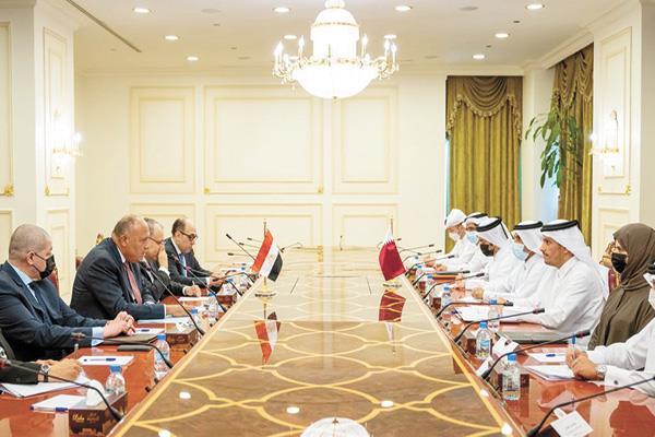 جلسة مباحثات رسمية بين وفدى مصر وقطر برئاسة وزيرى خارجية البلدين بالدوحة