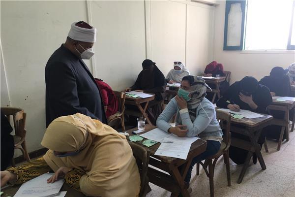 نائب رئيس جامعة الأزهر للوجه البحرى يتابع سير الامتحانات بكلية الاقتصاد المنزلي