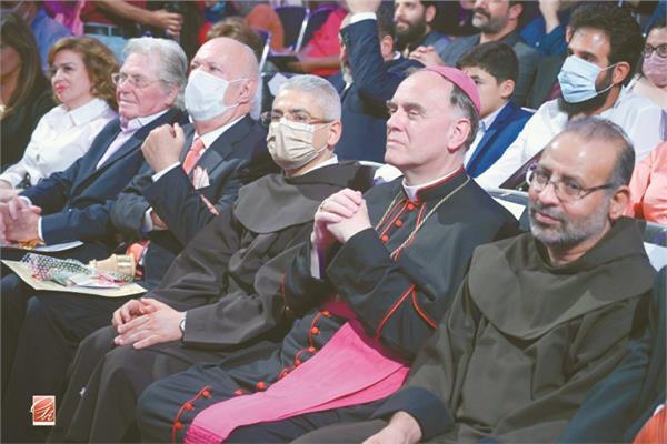 الأب بطرس دانيال وسفير الفاتيكان ونجوم المهرجان