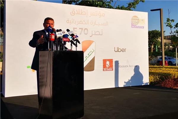 """وزير قطاع الأعمال خلال مؤتمر إطلاق السيارة الكهربائية """"نصر E70"""""""