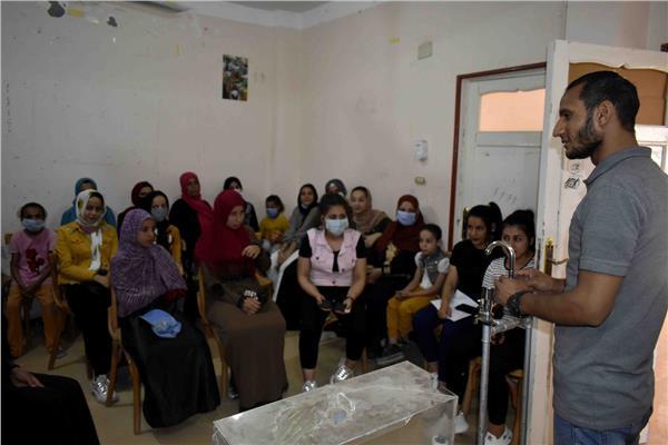 تدريب فتيات قرى حياة كريمة على المبادئ الأولية في السباكة بسوهاج