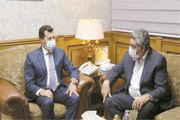 تواصل تنسيقي مستمر بين مجاهد ود. أشرف صبحى للتجهيز للانتخابات ولكن بعد وصول خطاب الفيفا