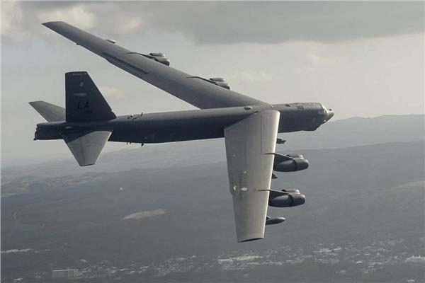 القاذفة B-52