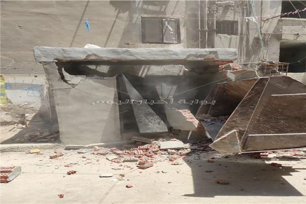 إزالة غرفة مخالفة وحواجز حديدية بشوارع إمبابة في الجيزة