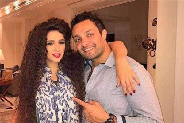 وائل عبد العزيز وشقيقته ياسمين عبد العزيز