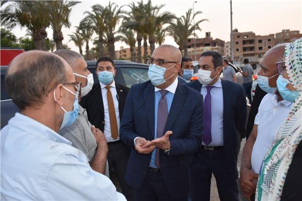 جولــــــــة تفقدية مفاجئة لوزير الاسكان بمشروعات القاهرة الجديدة