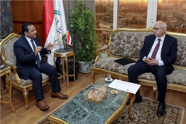 رئيس الجهاز المركزي للتنظيم والإدارة في حوار مع رئيس تحرير وكالة أنباء الشرق الأوسط