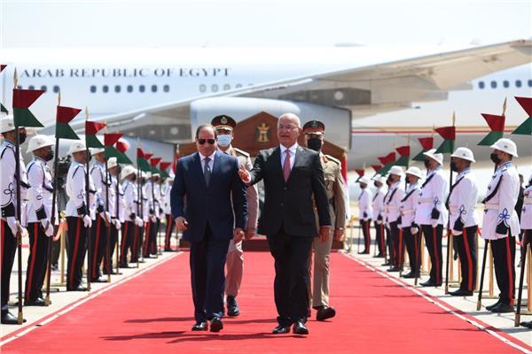 الأولي من نوعها منذ ٣٠ عاماً..الرئيس السيسي يصل بغداد في زيارة تاريخية  صور